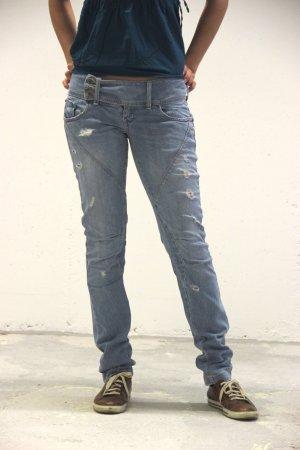 himmelblaue stylisch Jeans von Bershka