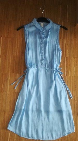 himmelblaues Sommerkleid