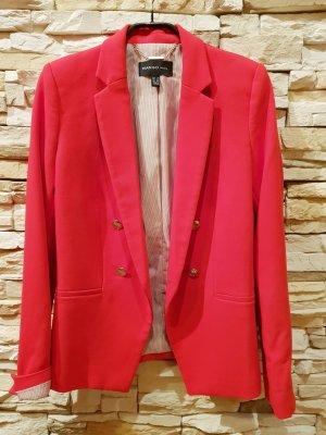 Hingucker: leuchtend Roter Blazer
