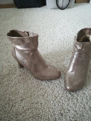 Hingucker, Schuhe in gold