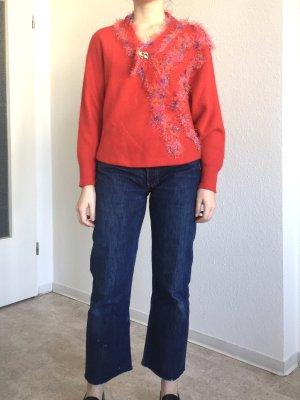 Hingucker! Vintage roter Pullover mit geschmücktem Hals und edele Brosche in gold
