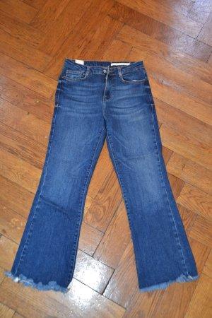 hippe jeans hose mit ausgestelltem bein