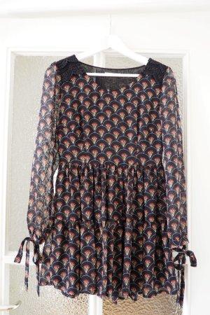 Hippie-Kleid mit schönem Muster