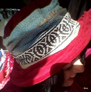 Chapeau en tissu multicolore coton