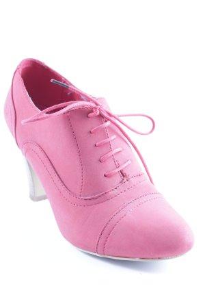 Chaussure à talons carrés rouge style classique