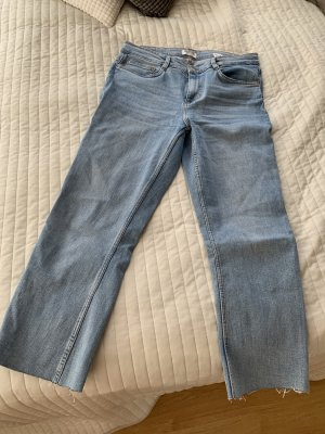 Hochgeschnittene Jeans