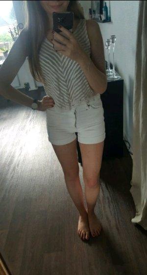 Hochgeschnittene Jeans Shorts von Monki