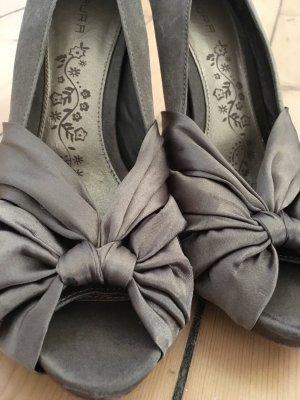 Hochhackige Schuhe in Gold-beige