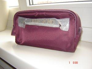 Hochwertig verarbeitete Kosmetiktasche von LIEBESKIND in burgundy-rot