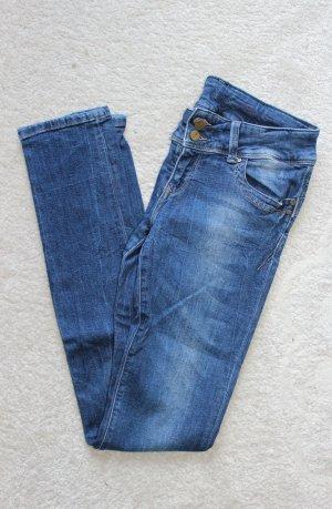 Hochwertige Jeanshose von Cross