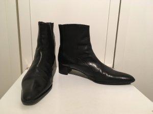 Hochwertige Leder-Stiefeletten mit Budapester-Muster von Claudia Obert in Größe 39,5