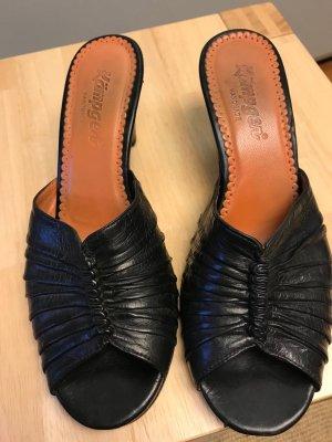 Kämpgen Sandalo con tacco nero Pelle