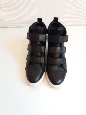 Hochwertige Ledersneaker mit Klettverschlüssen - fallen etwas größer aus