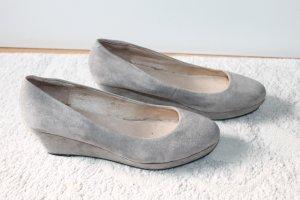 Hochwertige Schuhe mit Keilabsatz von Buffalo