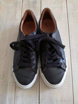 Hochwertige Sneaker aus echtem Leder, schwarz/weiß mit dicker Sohle