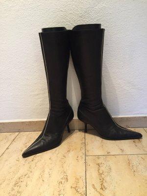 Hochwertige spitze schwarze Stiefel von Marc Cain mit cremefarbenem Streifen oben