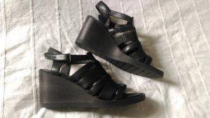 Hochwertige Wedge-Sandalen von Camper