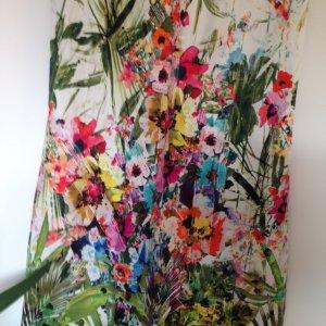 Hochwertiges Etuikleid mit Blumenprint von Vestino
