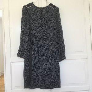 Hochwertiges  gepunktetes, navyfarbenes Kleid von Qui