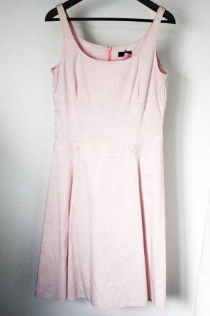 Hochwertiges rosa Kleid
