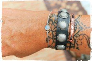 hochwertiges Voll Leder Armband Nieten
