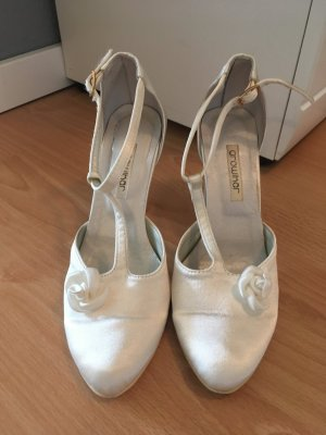 Mary Jane Pumps white