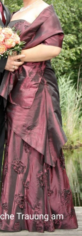 Abito da ballo bordeaux-rosso mora