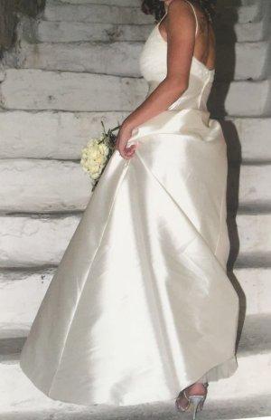 Hochzeitskleid, Brautkleid: Seide, Tüll, Swarovski Kristalle, Pronovias