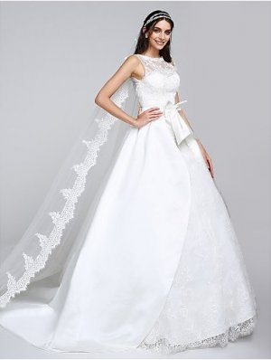Hochzeitskleid mit abnehmbarer Schleppe Bateau-Linie