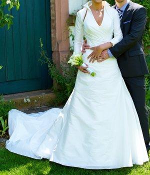 Hochzeitskleid mit kurzer Schleppe / Satin / Ivory / in 36