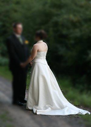 Hochzeitskleid Neckholder von D'ZAGE in Größe 42 Ink. Reifrock