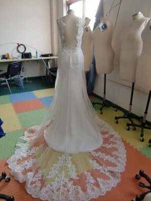 Hochzeitskleid rückenfrei Spitze maßgeschneidert und ungetragen