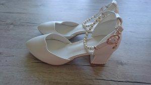 Hochzeitsschuh mit Absatz und Perlen Bändchen