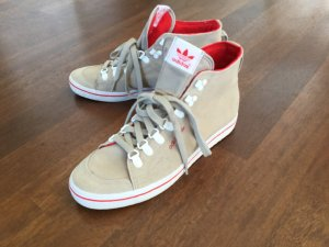 Hohe Adidas Sneaker