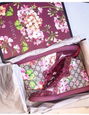 Hohe Gucci Sneakers, Coda mit GG Blüten