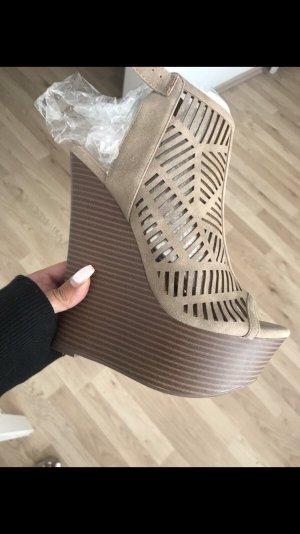 Hohe Keilabsatz Schuhe