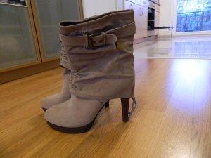 hohe neue hellbraune Stiefel, 10cm Absatz, gerafft