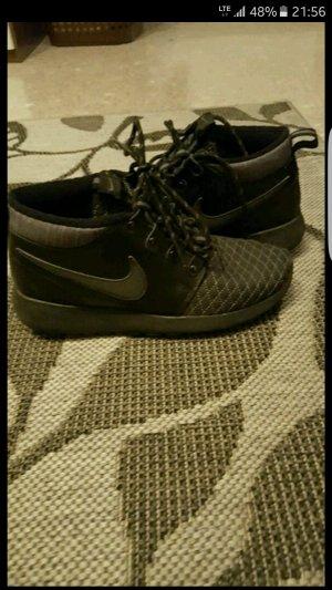 Hohe Nikes Rush run.