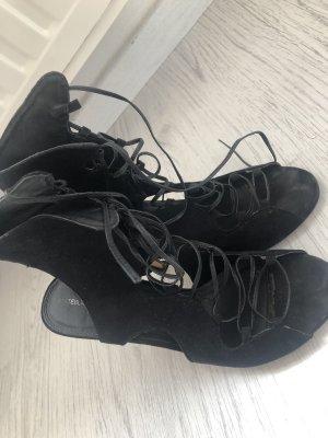 Hohe Sandalen mit Absatz Schnürung lang schwarz offen High Heels
