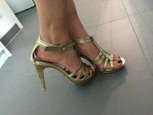Hohe Sandaletten der Marke Boss