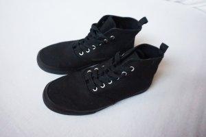 hohe Schnürschuhe schwarz