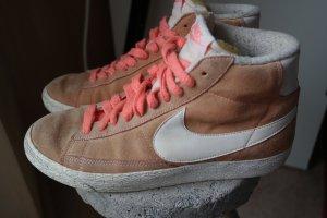 hohe Schnürsneaker von Nike