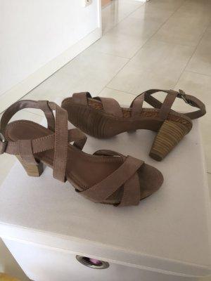 Hohe Schuhe 36
