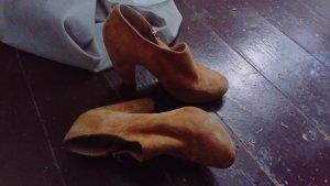 hohe Schuhe brau mit Reißverschluss
