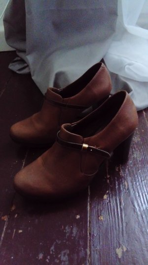hohe Schuhe braun glattleder