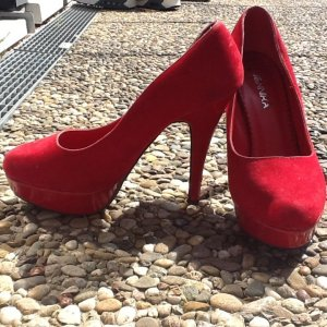 Hohe Schuhe/ Higheels in der Farbe Rot