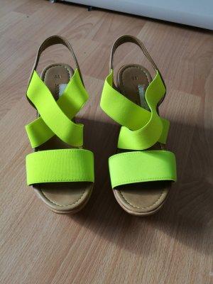 Hohe Schuhe in neon gelb