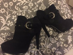 Hohe Schuhe in schwarz