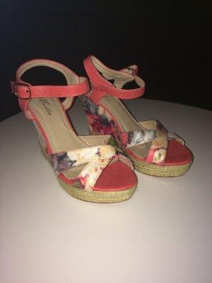 hohe Schuhe mit Blumenmuster