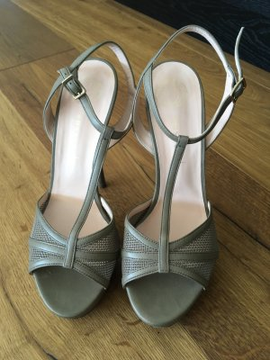 Hohe Schuhe plus Tasche (geschenkt)
